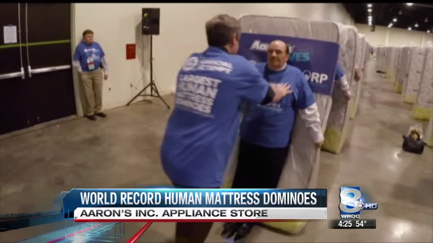 Atlanta appliance chain stages world-s largest human mattres_28468529-159532