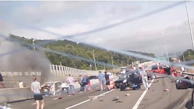 Heroic strangers pull woman from fiery crash