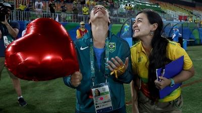 Olympics-Isadora-Cerullo-gets-engaged_20160809152010-159532