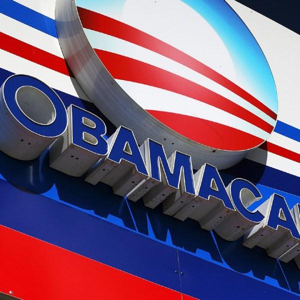 Obamacare%20sign%20in%20Miami_1480581531250_154713_ver1_20161215155445-159532