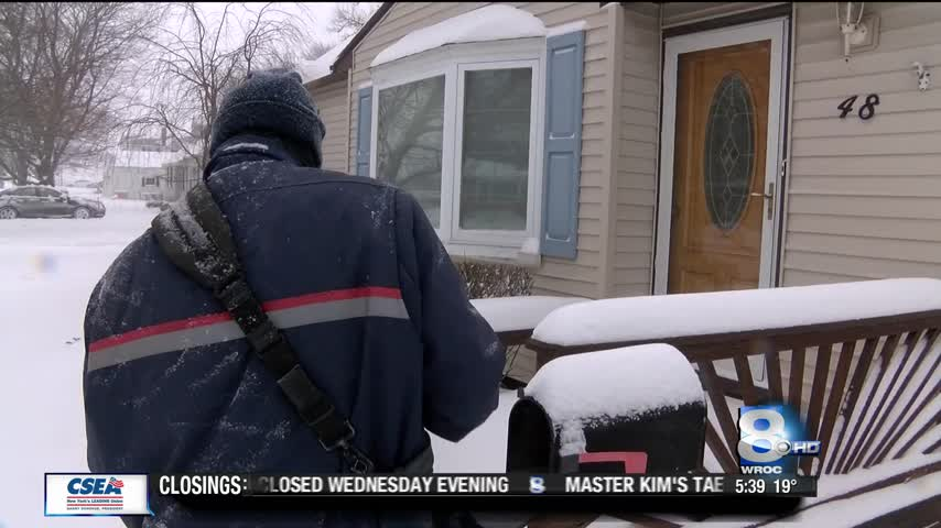 Mail carriers still working despite snowy conditions_07947465