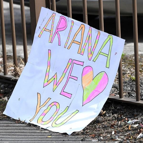 Ariane Grande sign in Manchester-159532.jpg87770850