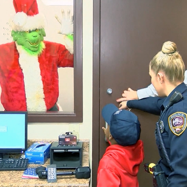 Boy calls police to save Christmas from Grinch-159532.jpg47046021