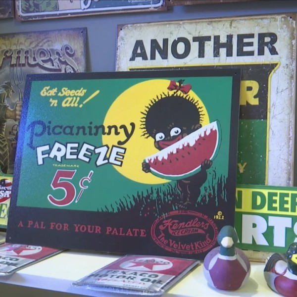 Sign_in_antique_shop_causes_controversy_0_20180625221707-118809198