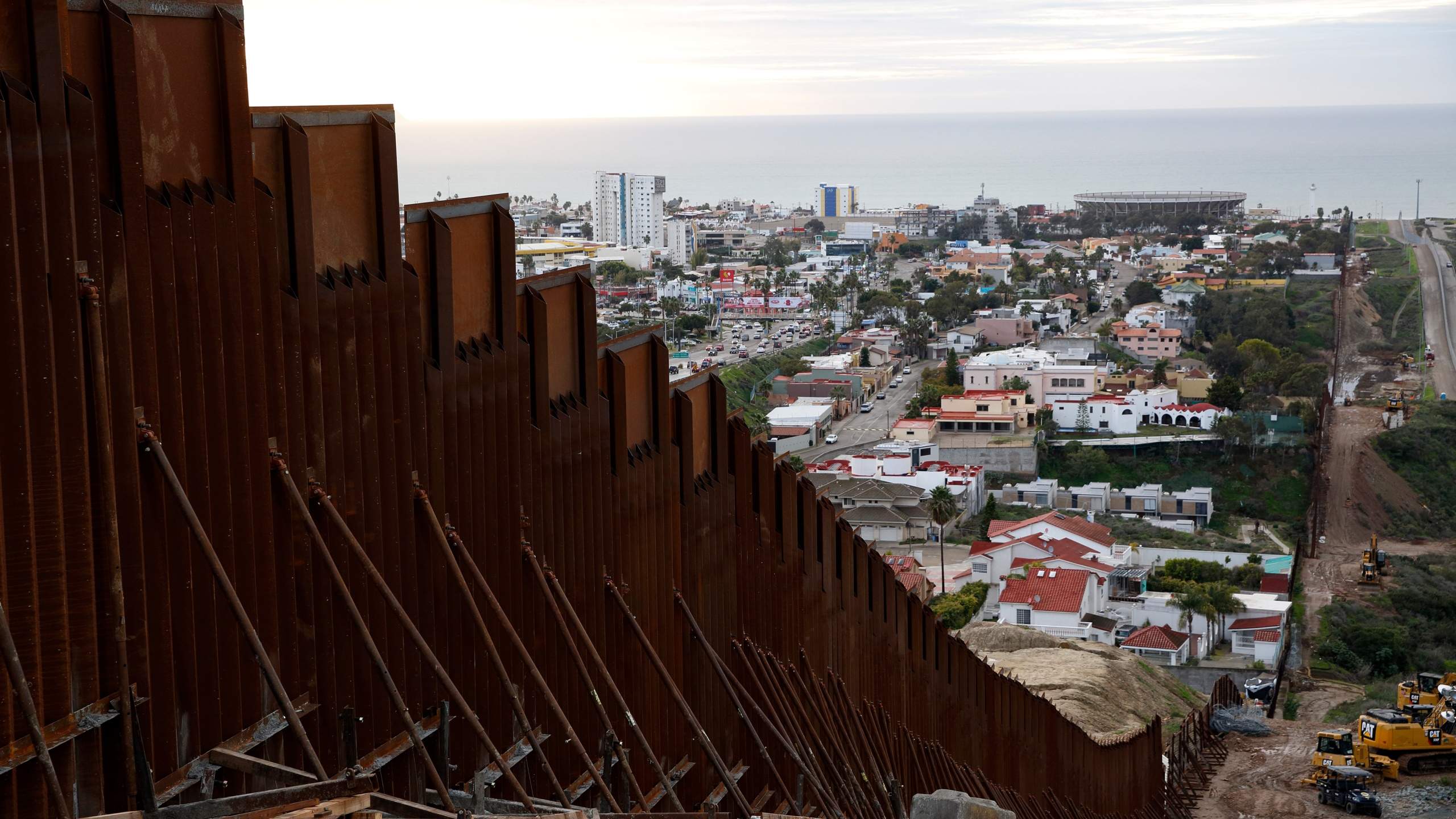 Border_Wall_View_from_Mexico_35440-159532.jpg47287910