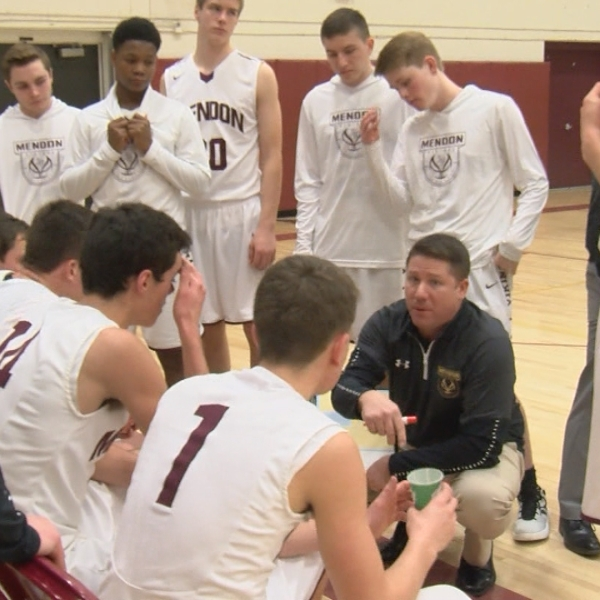 Mendon boys hoops remains undaunted by snow, cold, opposing teams
