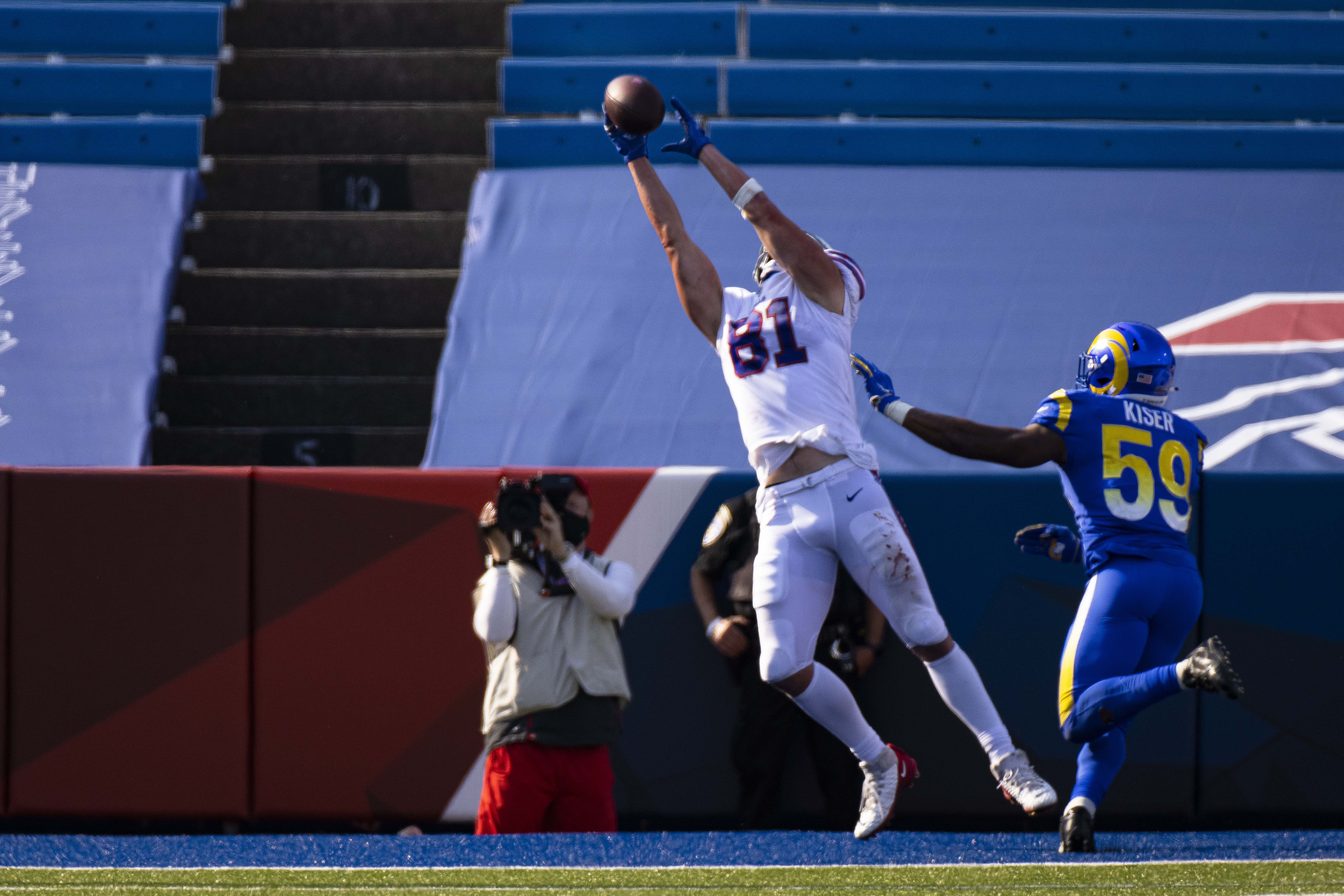 Tight end Tyler Kroft tests positive for COVID-19 | RochesterFirst