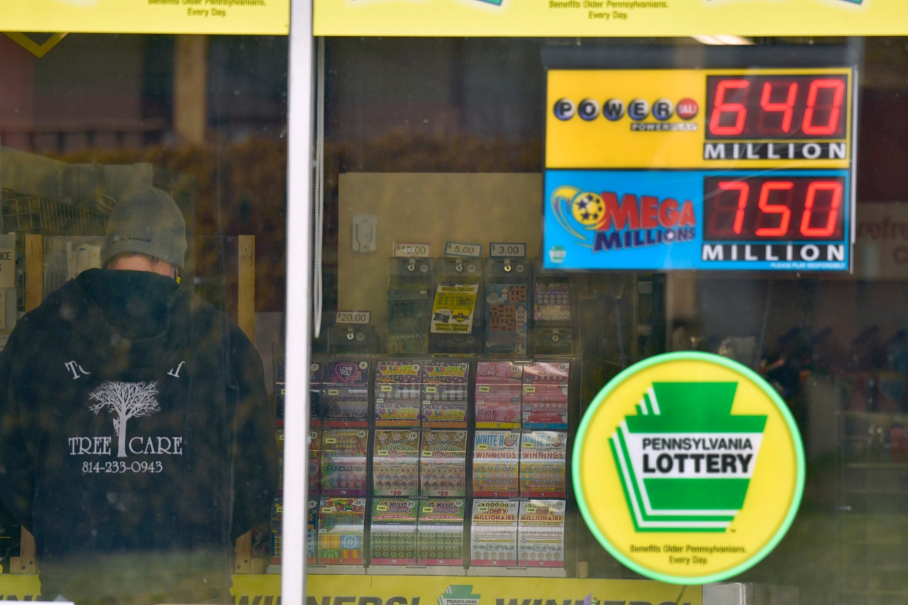 Lottery players have chance at 2 giant jackpots ...
